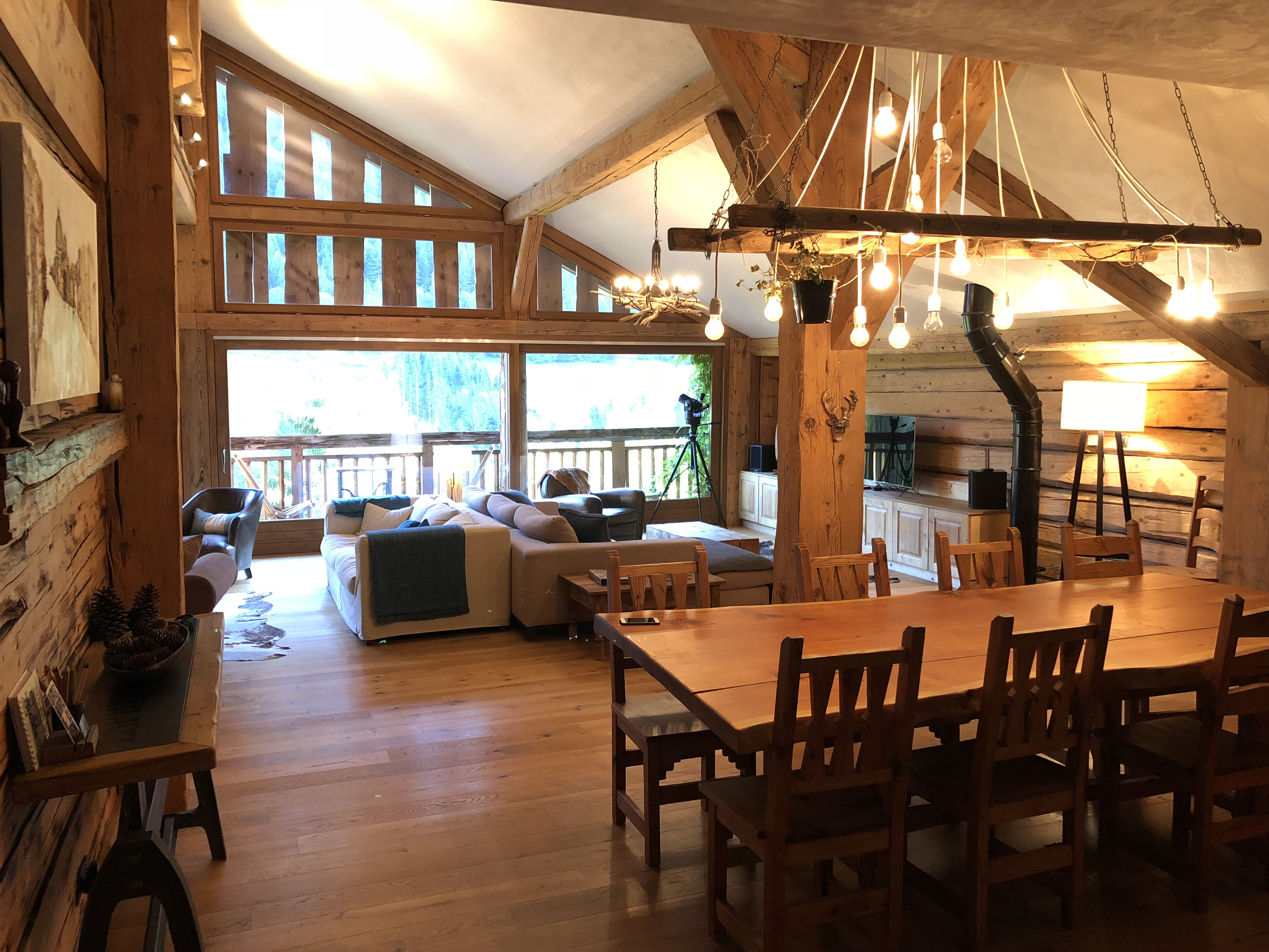 The communal space at Chalet Cannelle